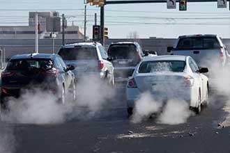 خودروسازان وزارت نفت را متهم میکنند!